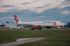 Linhas aéreas checas Airbus A-330 Imagens de Stock Royalty Free