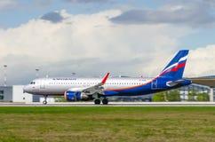 Linhas aéreas de Airbus a320 Aeroflot, aeroporto Pulkovo, Rússia St Petersburg maio de 2016 Fotos de Stock Royalty Free