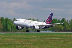 Linhas aéreas de Airbus a319 Bruxelas, aeroporto Pulkovo, Rússia St Petersburg maio de 2016 Foto de Stock