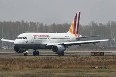 Linhas aéreas de Airbus A319-100 Germanwings no aeroporto Fotos de Stock Royalty Free