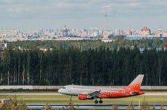 Linhas aéreas de Airbus a319 Rossiya, aeroporto Pulkovo, Rússia St Petersburg agosto de 2016 Fotos de Stock