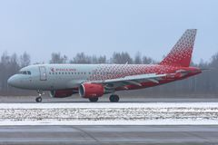 Linhas aéreas de Airbus a319 Rossiya, aeroporto Pulkovo, Rússia St Petersburg 19 de dezembro 2017 Imagens de Stock Royalty Free
