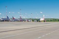 Linhas aéreas de Airbus a319 Rossiya, aeroporto Pulkovo, Rússia St Petersburg Em junho de 2017 Fotos de Stock Royalty Free