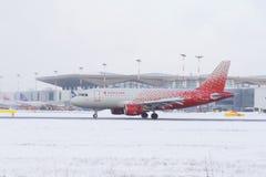 Linhas aéreas de Airbus a319 Rossiya, aeroporto Pulkovo, Rússia St Petersburg 4 de fevereiro 2018 Fotos de Stock