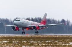 Linhas aéreas de Airbus a319 Rossiya, Rússia St Petersburg Pulkovo, o 17 de fevereiro de 2017 Imagens de Stock Royalty Free