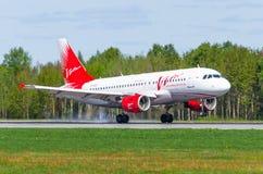 Linhas aéreas do avia do Vim de Airbus a319, aeroporto Pulkovo, Rússia St Petersburg maio de 2017 Fotos de Stock Royalty Free
