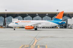 Linhas aéreas do superjet 100 ssj-100 Azimut de Sukhoi, aeroporto Pulkovo, Rússia St Petersburg 10 de outubro de 2017 Foto de Stock Royalty Free
