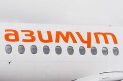 Linhas aéreas do superjet 100 ssj-100 Azimut de Sukhoi, aeroporto Pulkovo, Rússia St Petersburg 10 de outubro de 2017 Imagem de Stock