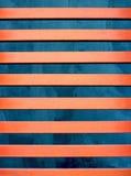 Linhas alaranjadas vermelhas acima do azul imagem de stock