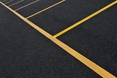 Linhas amarelas do lote de estacionamento Foto de Stock Royalty Free