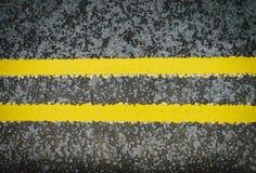 Linhas amarelas dobro sinal pintado Fotografia de Stock Royalty Free