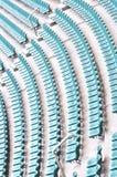 Linhas azuis vazias do assento do estádio Foto de Stock