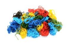 Linhas coloridas sortidos do bordado em um montão Fotografia de Stock