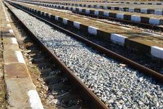 Linhas da estação de comboio, plataformas imagens de stock