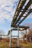 Linhas da tubulação acima da terra Fotografia de Stock Royalty Free
