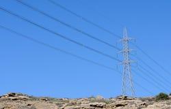 Linhas de alta tensão da distribuição da energia Imagem de Stock