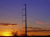 Linhas de alta tensão do por do sol Imagens de Stock Royalty Free