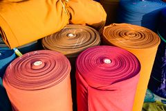 Linhas de costura da tela como um fim colorido do fundo acima Fotos de Stock