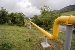 Linhas de gás amarelas nas montanhas de Crimeia Imagem de Stock Royalty Free