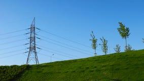 Linhas de transmissão da energia eléctrica fotos de stock