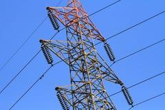 Linhas de transmissão da energia eléctrica fotografia de stock royalty free