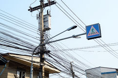Linhas de transmissão elétricas imagens de stock