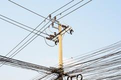 Linhas de transmissão elétricas Fotos de Stock