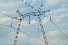Linhas de transmissão elétricas poderosas da confiança Imagens de Stock