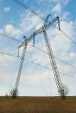 Linhas de transmissão elétricas poderosas da confiança Foto de Stock