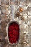 Linhas do espaço do açafrão na colher da lata do vintage Imagem de Stock Royalty Free