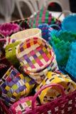 Linhas do plástico do Weave de cestas As cestas são venda do publicfor Imagem de Stock Royalty Free