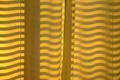Linhas e ondas de Staight em uma cortina imagens de stock royalty free