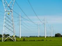 Linhas eléctricas de alta tensão Foto de Stock Royalty Free