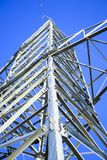 Linhas eléctricas de alta tensão a linha do horizonte é errada Estação da distribuição elétrica fotos de stock royalty free