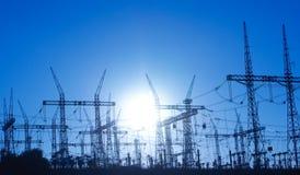 Linhas eléctricas e pilão elétrico Foto de Stock Royalty Free