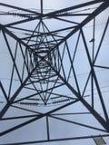 Linhas eléctricas elétricas de alta tensão Fotos de Stock Royalty Free