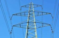 Linhas elétricas de alta tensão Fotos de Stock Royalty Free