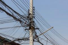 linhas elétricas desordenadas Foto de Stock Royalty Free