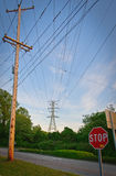 Linhas elétricas & sinal da parada Foto de Stock Royalty Free