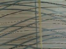 Linhas escuras finas e mais grossas horizontais, verticais, transversais da imagem abstrata Imagens de Stock Royalty Free