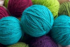 Linhas Multi-colored de lãs Fotografia de Stock Royalty Free