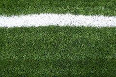 Linhas na grama verde de campo de futebol Fotografia de Stock