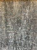 Linhas onduladas cinzentas brancas textura na superfície da parede do cimento, sumário do teste padrão do fundo do close up do pr foto de stock