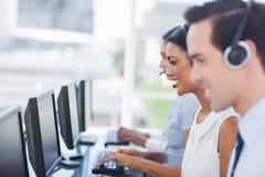 Linia agenci pracuje na komputerach Obrazy Royalty Free