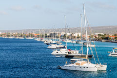 Linia żaglówki w zatoce na Bonaire Fotografia Stock