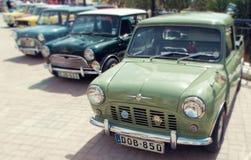 Linia Brytyjscy Mini samochody zdjęcia royalty free