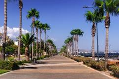 Linia brzegowa i deptak w Limassol, wyspa Cypr, Europa, Medi zdjęcie stock