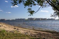 Linia brzegowa Krestovsky wyspa w St Petersburg obraz royalty free