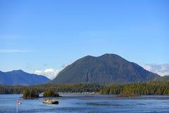 Linia brzegowa Meares wzgórza i wyspy wierzchołki w Tofino, Vancouver Jest zdjęcie royalty free