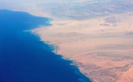 Linia brzegowa morze i pustynia Zdjęcia Stock